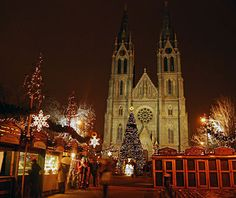 Beautiful Christmas Lights Around the World: Prague Would love to see Prague during the holiday season.