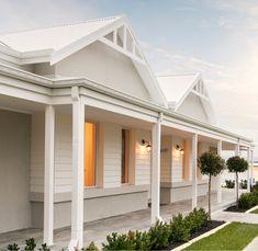 Trendy Exterior Home Design Country White Trim Ideas Farmhouse Exterior Colors, House Paint Exterior, Exterior House Colors, Country Home Exteriors, Country House Design, Modern Country Houses, Modern Country Style, Home Design, Weatherboard Exterior