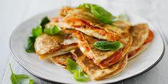 Kylmäsavulohi-pesto-quesadillat grillissä Lidl, Pesto, Tapas, Sandwiches, Mexican, Ethnic Recipes, Food, Eten, Paninis