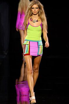 Versace Spring 2003 Ready-to-Wear Fashion Show: Complete Collection - Style.com