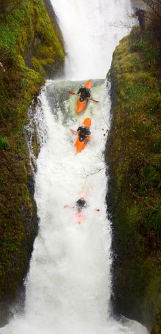 ronaldhope:  Kayaker dropping into a waterfall in the Columbia Gorge photo by Ronald Hope - ronaldhope.tumblr.com