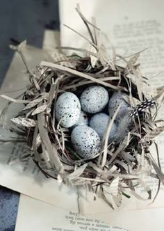 Easter idea - nest from paper Happy Easter, Easter Bunny, Easter Eggs, Blue Springs, Decoration Table, Bird Feathers, Easter Crafts, Blue Bird, Spring Time
