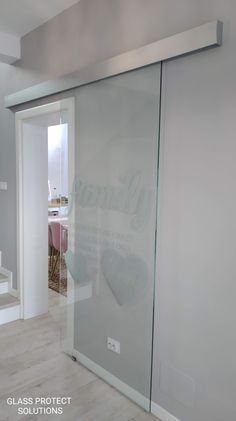 UŞA GLISANTĂ DIN STICLĂ SECURIZATĂ îți va scoate casa din anonimat. 🤩  👉Cu un design modern şi personalizat dorințelor tale, 👉Cu sticla croită conform dimensiunilor de care ai nevoie, 👉Se încadrează perfect oricărei solicitări.   #glassprotect #glassprotectromania #sticlasecurizata #glassdesign #new #newdesign Glass Design, Interior And Exterior, Kitchen Decor, Mirror, Home, Houses, Mirrors, Ad Home