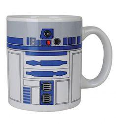 Decorada en la cara exterior con los diferentes botones y mandos que R2-D2 lleva en su carcasa. Fabricada en porcelana. Producto Oficial Star Wars. 0,33 litros