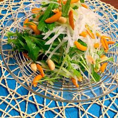 柿ピーをたくさん頂ぃたので(^^) 簡単なサラダにしました♡  ビールに合ぃますょ〜(◍⁃͈ᴗ•͈) - 34件のもぐもぐ - 水菜+大根+柿ピーサラダん(^^)♪ by mimimimimiki