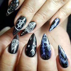 %name 43 Awesome Gothic Nail Art Ideas Goth Nails, Witchy Nails, Skull Nails, Stiletto Nails, Skull Nail Art, Grunge Nails, Nail Art Halloween, Halloween 2018, Halloween Nail Designs