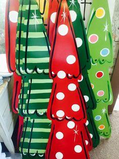 Best 11 Christmas yard art, Christmas decorations, yard decor, Christmas yard de… - All For Garden Diy Christmas Yard Art, Whimsical Christmas Trees, Grinch Christmas Decorations, Grinch Christmas Party, Christmas Wood Crafts, Christmas Christmas, Christmas Ideas, Christmas Wreaths, Wood Yard Art