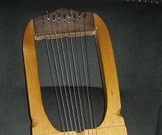 On the saxon lyre: The lyre is maybe the ancestor of all the plucked instruments. Egyptians, Greeks, Romans, but, before them the people of the cultures in the iron and copper age used instruments like this. The architecture of it is very simple, but efficient - take a solid frame to hang and hold the strings, attact a soundbox to it, and connect the strings onto it to amplify the sound, when you pluck it. You can play mono- or poliphonic music, chords or glissandos, and more. The saxon…