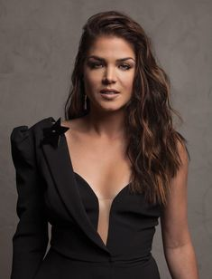 Avgeropoulos Marie, Vote Images, Mira Sorvino, Gorgeous Women, Beautiful, New Pictures, Girl Power, Camisole Top, It Cast