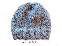 Gomitolo filato: Cappello semplice ai ferri- Tutorial Knit Doll Hat, Knitted Dolls, Crochet For Kids, Knit Crochet, Crochet Hats, Knitted Poncho, Knitted Hats, Textiles, Baby Hats