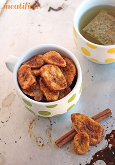Crunchy Cinnamon Baked Banana Chips - meatified
