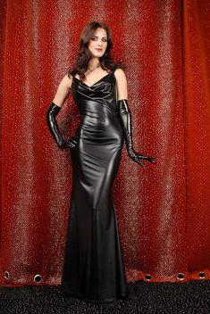 born-in-latex:  Latex Girl http://shiny-dress-fashion.blogspot.com/