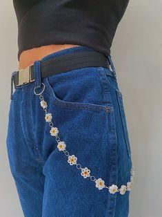 Indie Fashion, Teen Fashion, Fashion Outfits, Indie Outfits, Casual Outfits, Cute Outfits, Mode Hipster, Flower Belt, Flower Jeans
