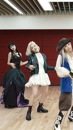 Kpop Girl Groups, Kpop Girls, Kpop Girl Bands, Korean Girl Photo, Dress Design Sketches, Jungkook Abs, Charlie Video, Girl Korea, Girl Gifs