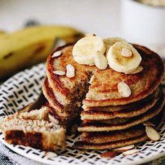 Banana Oatmeal Blender Pancakes - The Healthy Maven Banana Oatmeal Pancakes, Pancakes Easy, Chocolate Chip Oatmeal, Vegan Pancakes, Breakfast Bars, Breakfast Recipes, Quinoa Breakfast, Pancake Recipes, Breakfast Ideas
