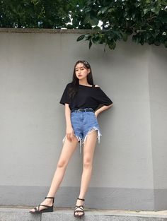 Dazzling fashion dresses ideas,Fashion ideas for women jeans and Fashion design banner trends. Korean Summer Outfits, Korean Fashion Summer Casual, Uni Outfits, Trendy Outfits, Fashion Outfits, Fashion Trends, Fashion Hacks, Teenager Outfits, Casual Summer