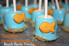 DIY Goldfish Marshmallow Pops - Under the Sea Birthday Party Snack, Beach Birthday Party, Party Snacks, Toddler Snacks (Valentins Day Treats For Toddlers) Birthday Party Snacks, Snacks Für Party, Party Treats, Party Party, Birthday Ideas, Ideas Party, Party Pops, 2nd Birthday, Nemo Party Food