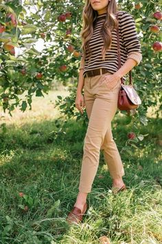 Visiting Eastern Townships Apple Orchard & Winery on Gal Meets Glam | Wearing J.Crew #GMG #GalMeetsGlam #sweater #fallstyle #chinos #loafers #ShopStyle #MyShopStyle #dailylook