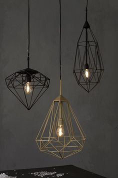 Diamonds is a series of hanging pendants designed by Sylvie Meuffels for JSPR that cross industrial with a bit of classy elegance. Much like the stones they're named after, these eye-catching lights will shine from the ceiling they hang from. #NaaiAntwerp