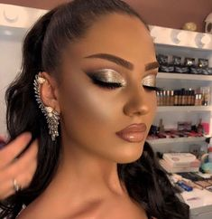 Discovered by zarina♡. Find images and videos on We Heart It - the app to get lost in what you love. Glam Makeup Look, Glamour Makeup, Makeup Eye Looks, Creative Makeup Looks, Cute Makeup, Gorgeous Makeup, Pretty Makeup, Skin Makeup, Eyeshadow Makeup