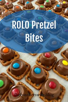 Salt and Sweet Treat! Recipe made in under 10 minutes - ROLO Pretzel Bites - everyone loves this easy treat! Yummy Snacks, Yummy Treats, Delicious Desserts, Sweet Treats, Easter Recipes To Make, Rolo Chocolate, Rolo Pretzels, Marshmallow Treats, Fast Easy Meals