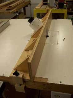 Router Table Fence Ideas - by Roger @ LumberJocks.com ~ woodworking community