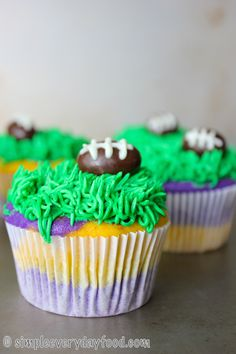 Purple and gold #football cupcakes! | simpleeverydayfood.com #mnvikings #vikings #skol #vikes #nfl #gameday #desserts #cupcake #foodblog #blogger
