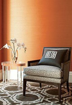 Choose a living room wallpaper - looking for new ideas - Home Decoration Boudoir, Mary Mcdonald, Custom Drapes, Orange Walls, Room Wallpaper, Orange Wallpaper, Painted Floors, Fabric Decor, Soft Furnishings