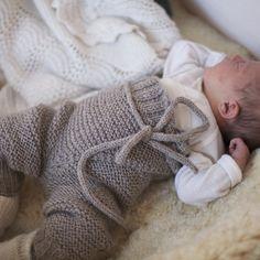 Paelas baby - Omslagabukse/shorts, knytevest og knestrømper