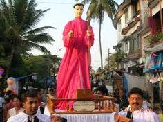 """Procession de tous les saints : Goa, 20 avril 2015 - Telle fut la splendeur de l'enclave portugaise qui dit : « Quiconque a vu Goa voit n'a pas besoin de Lisbonne"""". L'empire séculaire a longtemps disparu, mais les All Saints Procession prouvent que la foi a enduré. Détenus pendant le carême et réputé comme le seul événement de son genre en dehors de Rome, elle réunit autour de 30 effigies défilant dans la vieille ville de Velha Goa, près de Panaji."""