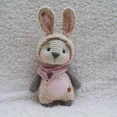 """737 Me gusta, 26 comentarios - Marleen's by Daniela Groß (@marleensmadeforyou) en Instagram: """"Lotte habt ein schönes Wochenende ihr süßen. .. #bunny #Hase #kuschelhase #cuddlytoys #crochet…"""""""