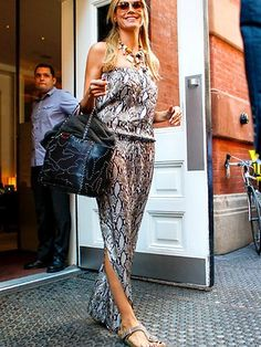 Hope your weekend is off to a great start! Just had to share this photo of Heidi Klum looking fabulous in #Birkenstock Gizeh!