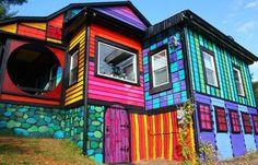 Artista transforma sua casa em NY com cores e estampas psicodélicas http://followthecolours.com.br/follow-decora/artista-transforma-sua-casa-em-ny-com-cores-e-estampas-psicodelicas/