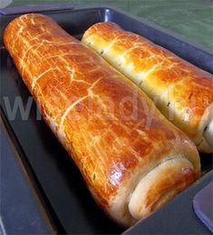 A bejgli kb. a XIX. század közepétől elengedhetetlen szereplője a karácsonyi süteményeknek. Az egykori Osztrák-Magyar Monarchia országaiban... Strudel, Hot Dog Buns, Holiday Parties, Muffin, Sweets, Bread, Meals, Cookies, Recipes