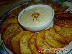 Τηγανιτές ροδέλες πατάτας με σάλτσα φέτας