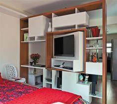prateleira giratória para usar a tv na sala e no quarto!