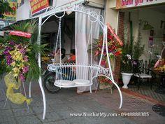 - Sản phẩm gắn liền với những hộ chung cư, nhà biệt thự có khuôn viên - sân thượng, công viên, mang lại lợi ích thiết thực cho các hộ gia đình trong đời sống thường ngày. Dùng để ngồi thư giản trong khuôn viên sân vườn biệt thự. http://www.dongan.com.vn/san-pham/ngoai-that-bang-sat/xich-du-sat-my-thuat-dong-an.html