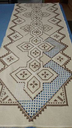 This Pin was discovered by Neş Hardanger Embroidery, Cross Stitch Embroidery, Cross Stitch Patterns, Types Of Embroidery, Embroidery Patterns, Machine Embroidery, Bookmark Craft, Drawn Thread, Satin Stitch