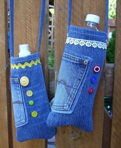 20 Ways to Recycle Your Favorite Pair of Jeans 2019 If the only thing you do with jeans is wear them you are missing out my friend. The post 20 Ways to Recycle Your Favorite Pair of Jeans 2019 appeared first on Denim Diy. Water Bottle Carrier, Bottle Bag, Pet Bottle, Plastic Bottle, Diy Jeans, Diy Upcycling Jeans, Diy With Jeans, Diy Bags Jeans, Jean Crafts