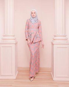 Street Hijab Fashion, Abaya Fashion, Muslim Fashion, Modest Fashion, Fashion Dresses, Muslimah Wedding Dress, Hijab Bride, Wedding Hijab, Wedding Dresses