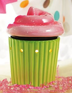 A delicious Scentsy cupcake! Non-fat, paired w/Birthday cake scnted Scentsy wax makes a perfect gift. Buenas Ideas Para Regalos, Fluffy Frosting, Candle Warmer, Wax Warmers, Cupcakes, Scented Wax, How To Make, Happy Birthday, Birthday Bar
