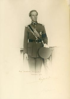 Leopold III authentic autograph on large door GRAINSofBrussels