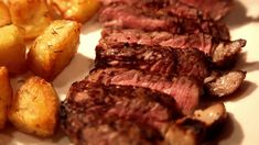 "Red Wine Reduction Sauce ""Bordelaise"" being poured onto Steak [500x290]"