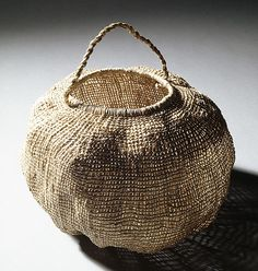 Lennah NEWSON Tasmanian Aboriginal people Australia 1940 – 2005 Basket [river reed] 2003 river reed without handle Sisal, Deco Ethnic Chic, Textiles, Basket Bag, Paper Basket, Weaving Art, Wabi Sabi, Basket Weaving, Woven Baskets