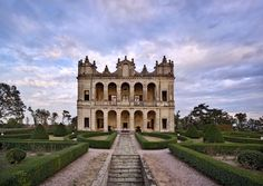 Villa Emo Capodilista is the most luxurious wedding location you could ask for: 40 kilometers from Venice, on the height of the Montecchia Hills Regional Park, unique and original Venetian Villa, one of the most beautiful architectural jewels of North Italy.