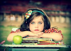 I love this close up shot in this back to school photo session! ♥ Pose & Prop Ideas | Child Photography | Portrait | Portraits