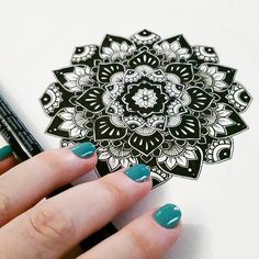 Ideas on how to incresase your knowing of learn to draw Mandala Doodle, Mandala Drawing, Mandala Tattoo, I Tattoo, Drawing Drawing, Zentangle Drawings, Doodle Drawings, Doodle Art, Zentangles
