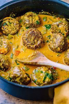 Rezept für einfache Linsenbällchen in Paprika Curry Sauce - Klara`s Life