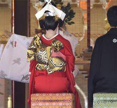 立て矢結び Obi One, Wedding Kimono, Kimono Fabric, Japanese Outfits, Japanese Kimono, Feminine, Scene, Elegant, Coats
