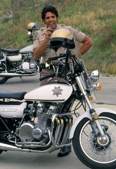 Larry Wilcox, Drama Tv Shows, 70s Tv Shows, Classic Sci Fi, Classic Bikes, Incredible Hulk Tv, Police, Kawasaki Bikes, California Highway Patrol